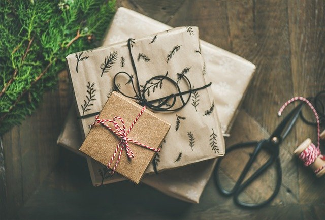 What gifts do we expect to find under the Christmas tree? Perfumes and cosmetics!
